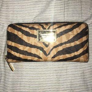 Super cute Michael Kors Zippey Wallet